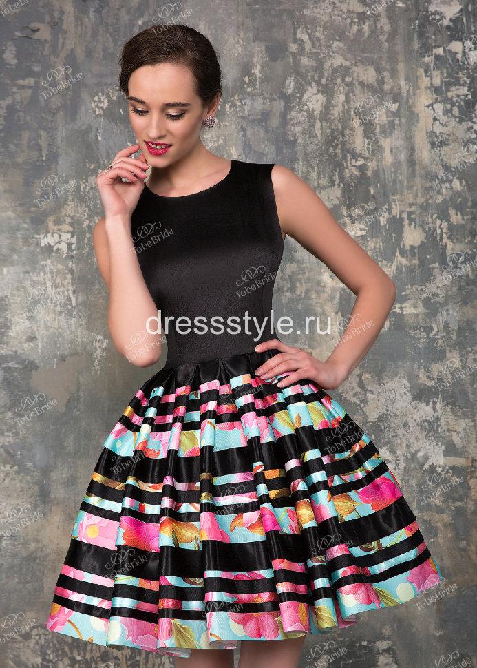 Платье с цветной пышной юбкой